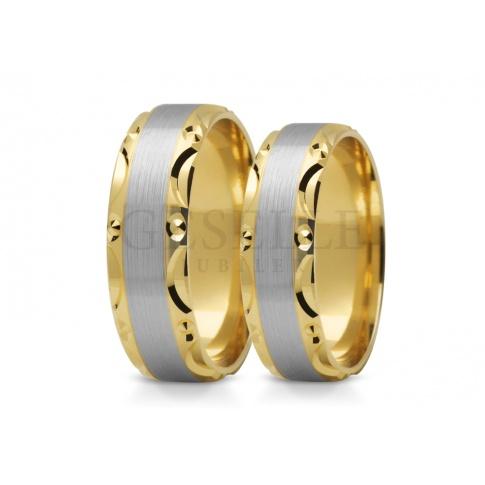 Wielobarwny komplet obrączek ślubnych z złota z oryginalną krawędzią