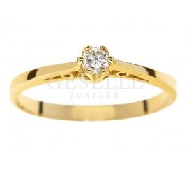 Uroczy pierścionek zaręczynowy z żółtego złota pr. 585, z brylantem 0,10 karata : klasyczna forma i ponadczasowa elegancja od GESELLE Jubiler