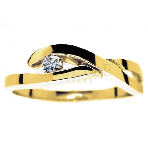 Fantazyjny, złoty pierścionek z brylantem o masie 0.08 ct
