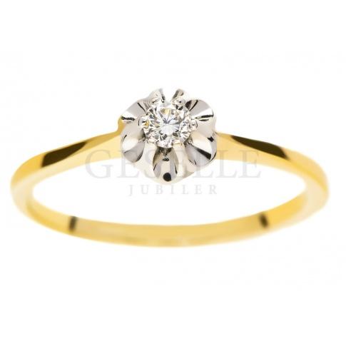 Okazały pierścionek zaręczynowy z żółtego złota z brylantem o masie 0.07 ct w efektownej koronie