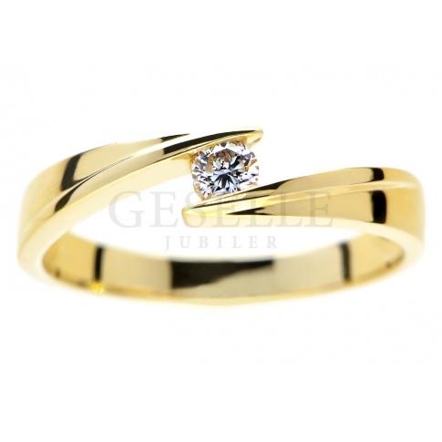 Wyjatkowy pierścionek zaręczynowy: żółte złoto i brylant 0.12 ct - nowoczesny model