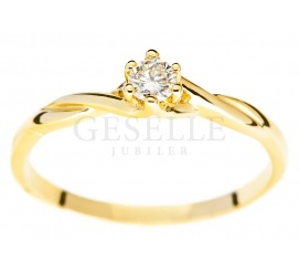 Złoty splot i brylant o masie 0,11 karata - kobiecy pierścionek zaręczynowy od GESELLE Jubiler