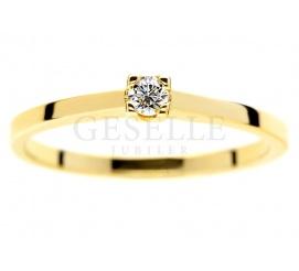 Subtelny, ponadczasowy pierścionek z żółtego złota z brylantem 0.08 ct - klasyka na zaręczyny