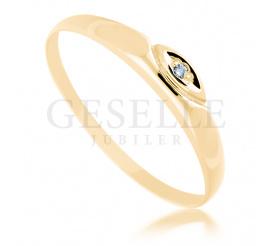 Delikatny, złoty pierścionek z białym brylantem 0.01 ct - subtelny podarunek dla ukochanej