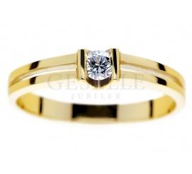 Nowoczesny pierścionek zaręczynowy z żółtego złota pr. 585 z brylantem o masie 0.14 ct