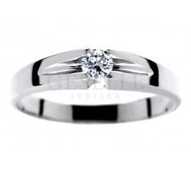 Delikatny pierścionek z białego złota z oryginalnie oprawionym brylantem 0,13 ct