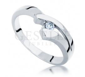 Oryginalny pierścionek zaręczynowy z białego złota z wiecznym brylantem o masie 0.05 ct