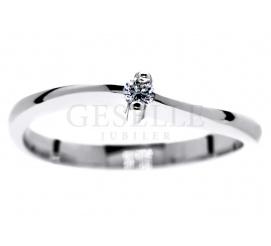 Delikatny pierścionek zaręczynowy z białego złota o fantazyjnym kształcie z brylantem 0.05 ct