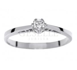 Klasyczny pierścionek zaręczynowy z białego złota z brylantem 0.10 ct