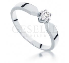 Klasyczny i elegancki pierścionek z białego złota próby 585 z brylantem 0,17 ct