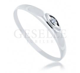 Delikatny pierścionek z białego złota próby 585 z brylantem 0.01 ct