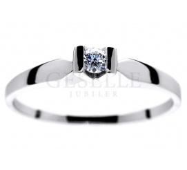 Białe złoto i brylant 0,06 ct - pierścionek zaręczynowy