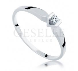 Białe złoto i brylant 0.06 ct - pierścionek zaręczynowy