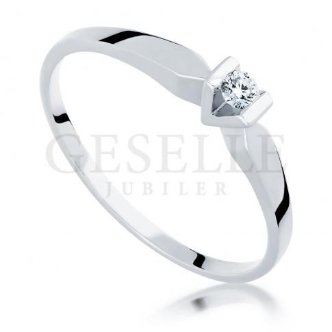 Białe złoto i brylant 0.07 ct - pierścionek zaręczynowy
