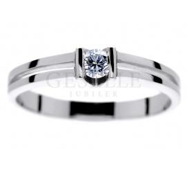 Białe złoto i brylant 0,14 ct - niepowtarzalny pierścionek na zaręczyny