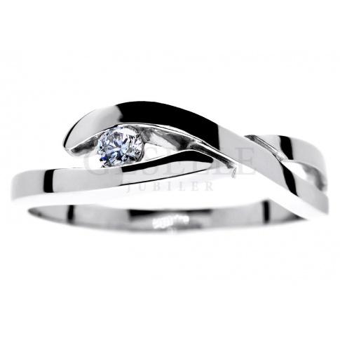 Zaręczyny w fantazyjnym stylu! - pierścionek z białego kruszcu z lśniącym brylantem 0.08 ct