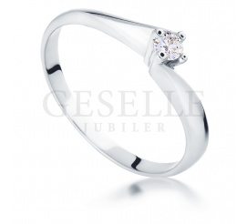 Niezwykły pierścionek zaręczynowy  z białego złota próby 585 z brylantem 0,09 ct
