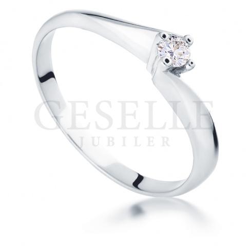 Niezwykły pierścionek zaręczynowy - z białego złota z brylantem 0.09 ct