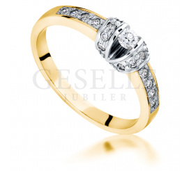Olśniewający pierścionek w modnym stylu z żółtego złota 14K z brylantami o masie 0,26 ct