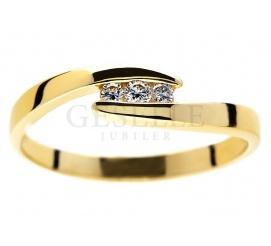 Subtelny, złoty pierścionek zaręczynowy z brylantami 0.06 ct