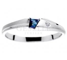 Białe złoto - fantastyczny pierścionek zaręczynowy z kwadratowym szafirem i brylantem 0.02 ct
