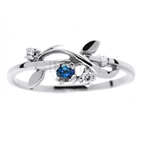 Oryginalny pierścionek zaręczynowy z białego złota z szafirem i trzema brylantami o łącznej masie 0.07 ct