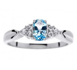Pełen błękitu pierścionek z białego kruszcu z owalnym topazem blue i brylantami