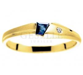 Elegancki, złoty pierścionek z pięknym, granatowym szafirem naturalnym i brylantem o masie 0.02 ct