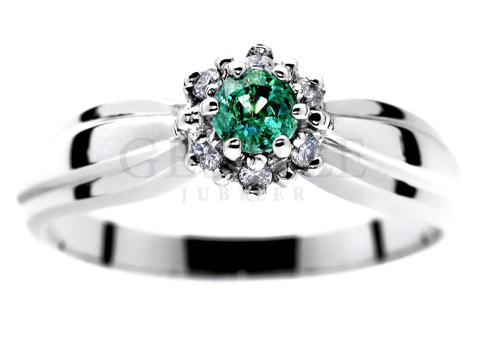 b48c78188048ba Pierścionek zaręczynowy z białego złota ze szmaragdem i brylantami 0,06 ct  - Pierścionki zaręczynowe - GESELLE Jubiler