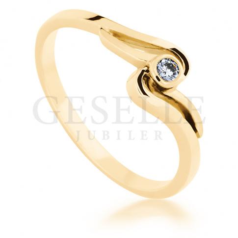 Oryginalny pierścionek z żółtego, klasycznego kruszcu z delikatnym brylantem 0.05 ct