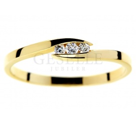 Nowoczesny pierścionek zaręczynowy z trzema brylantami o łącznej masie 0.06 ct
