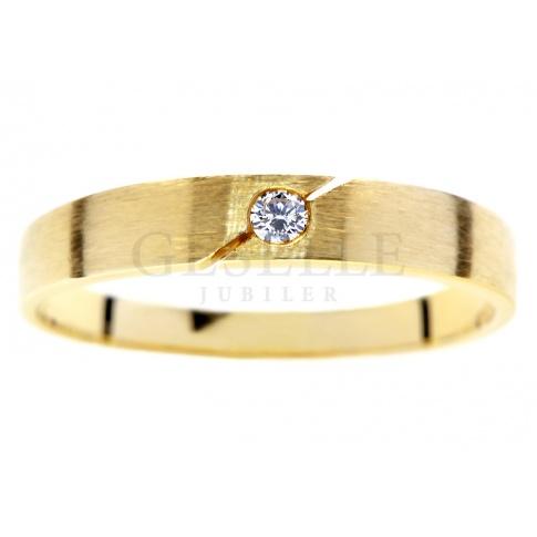 Żółte złoto i brylant o masie 0.03 ct: nowoczesny pierścionek -idealny na zaręczyny