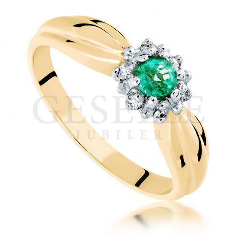 c5ec8200109176 Nietuzinkowy pierścionek zaręczynowy ze szmaragdem i brylantami 0,06 ct -  modny wzór - Pierścionki zaręczynowe - GESELLE Jubiler