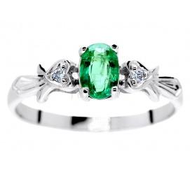 W stylu retro - pierścionek z białego złota z owalnym szmaragdem i brylantami 0.03 ct w oprawie w kształcie serc