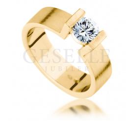 Nowoczesny pierścionek na oświadczyny z żółtego złota z brylantem 0,50 ct