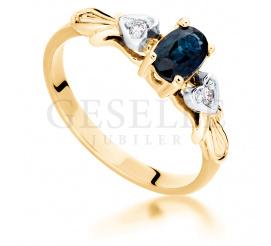 Wyjątkowy pierścionek zaręczynowy z owalnym szafirem i dwoma brylantami 0.03 ct, oprawionymi w białe serca