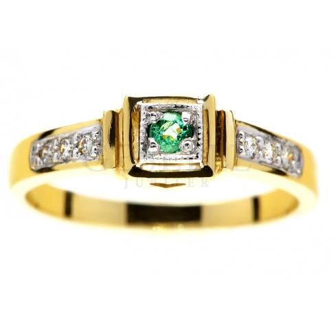 Niebanalny pierścionek zaręczynowy z żółtego złota ze szmaragdem i brylantami o łącznej masie 0.06 ct