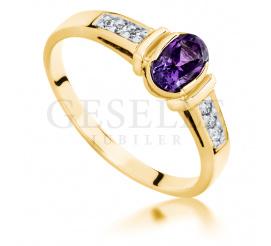 Złoty pierścionek zaręczynowy z fioletowym ametystem i brylantami