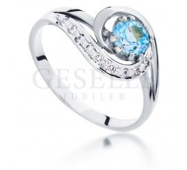 W stylu retro - pierścionek z topazem blue i brylantami z białego złota