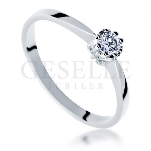 Elegancki pierścionek zaręczynowy w klasycznym stylu - wieczny brylant 0.10 ct i pełen blasku kruszec
