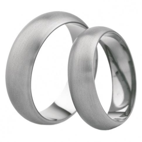 Klasyczna i stylowa para obrączek ślubnych z tytanu