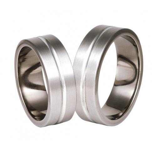 Obrączki ślubne w tradycyjnym stylu - połączenie tytanu i srebra