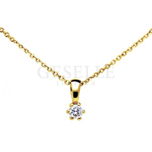 Pełna elegancji klasyczna zawieszka z żółtego złota z brylantem o masie 0,07 ct