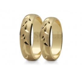 Elegancka para obrączek - złoto, łagodny profil i delikatne nacięcia