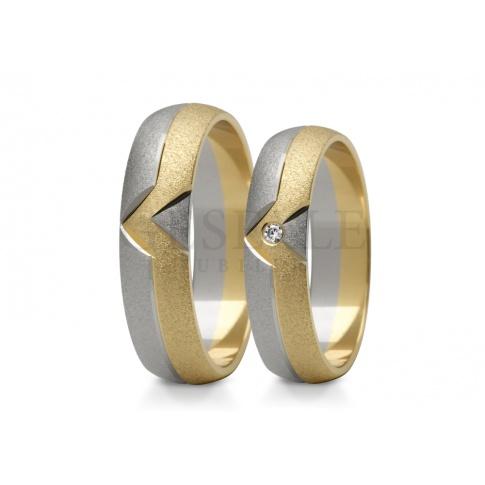 Nowoczesny komplet obrączek ślubnych z dwukolorowego złota z lśniącym kamieniem