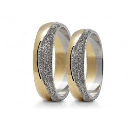 Wspaniałe obrączki ślubne z dwóch kolorów złota z delikatną falą z białego kruszcu i polerowaną szyną