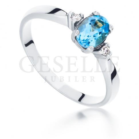 Delikatny pierścionek z owalnym topazem blue i brylantami - białe złoto