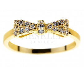 Kobieca ozdoba z żółego złota pr. 585:  pierścionek zaręczynowy - kokardka z mieniącymi się brylantami