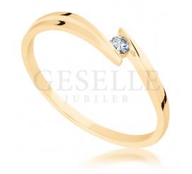 Subtelny pierścionek zaręczynowy z żółtego złota pr. 585 z brylantem 0.03 ct