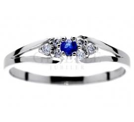 Subtelny i delikatny - pierścionek na zaręczyny z białego kruszcu z szafirem i brylantami 0,06 ct